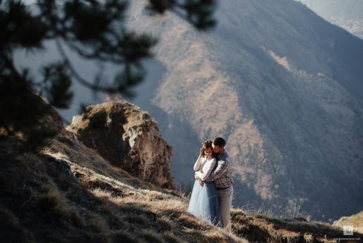 Mountain couple photoshoot on Lake Como of Sierra and Matt, Wedding and Fashion Photographer in Italy Hanna Baranava