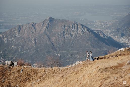 Foto di coppia sul Lago di Como per Sierra e Matt, Fotografa di Matrimonio e di Moda a Milano Hanna Baranava