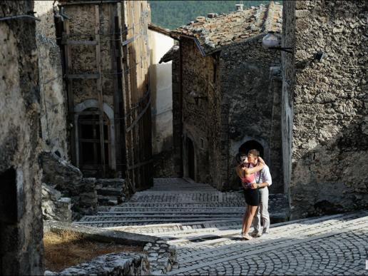 Couple photoshoot in Calascio of Alex and Illarion, Wedding and Fashion Photographer in Italy Hanna Baranava