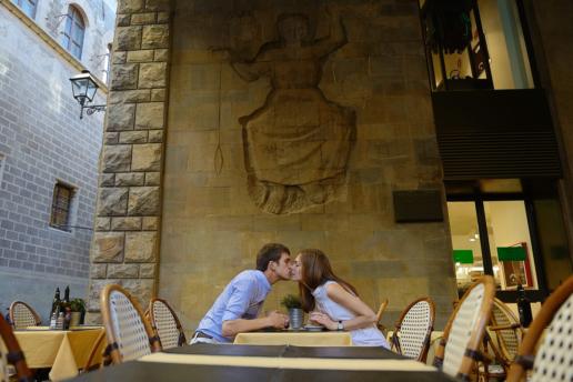Couple photoshoot in Tuscany of Alya and Alex, Wedding and Fashion Photographer in Italy Hanna Baranava